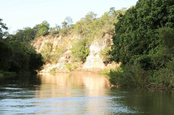 Paredão Nego Velho é uma das atrações turísticas de Araguatins e opção para quem quer mais sossego