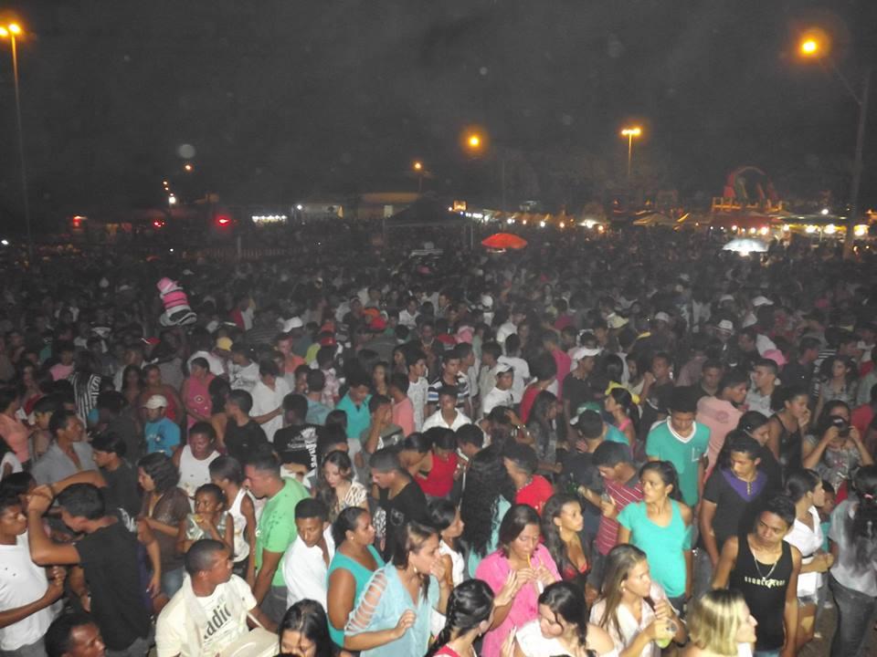 Público lotou a arena no Cais do Porto para abertura da Temporada de Praias