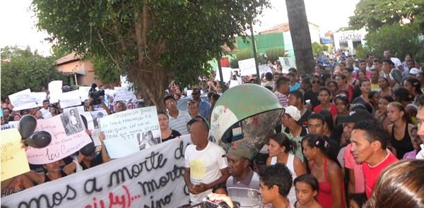 População se manifestando nas ruas