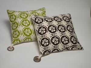 Almofada com detalhes de coco babaçu produzidas no Tocantins