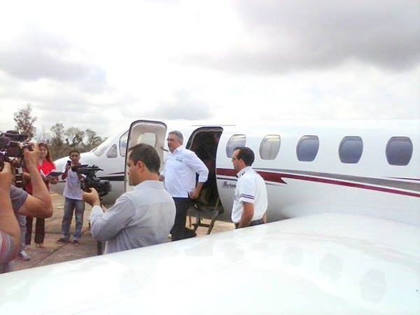 Padilha desembarcando no aeroporto de Araguatins