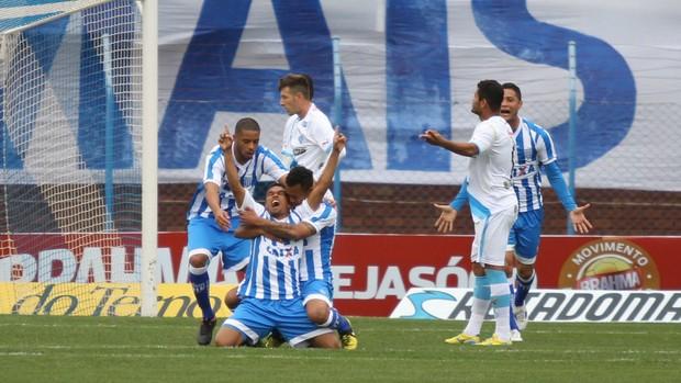 Márcio Diogo comemora seu gol, no primeiro tempo, que abriu a vitória do Avaí