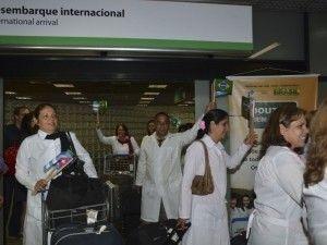 Médicos cubanos chegam ao Brasil