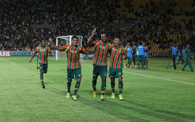 Cavalcanti comemora os gols diante do Treze
