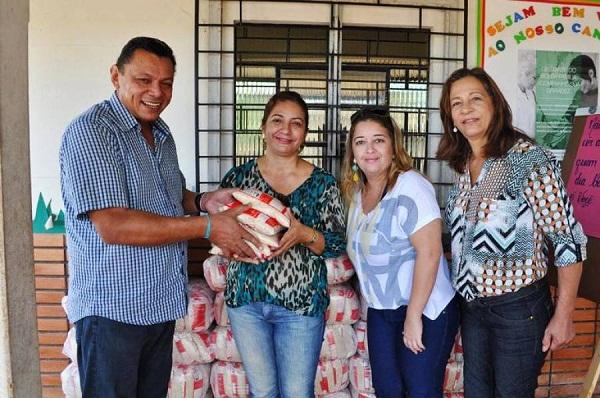 Secretário da SETAS, Agimiro Costa responsável pela distribuição do arroz