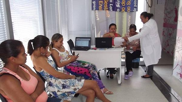 Mulheres de Buriti do Tocantins sendo atendidas