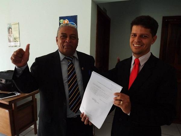 Sérgio Gomes recebendo a desfiliação do PP, para se filiar no SDD e ser coordenador do Governo