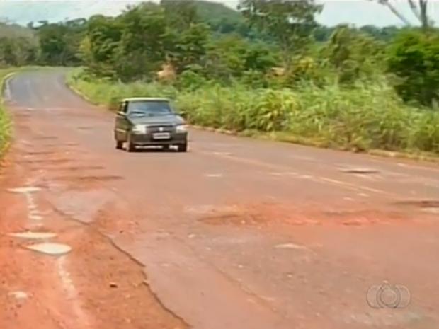 TO-336, entre Guaraí a Belém, é considerada a pior ligação rodoviária do país (Foto: Reprodução/TV Anhanguera)