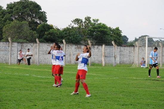 Artilheiro Lourival comemora 19° gol