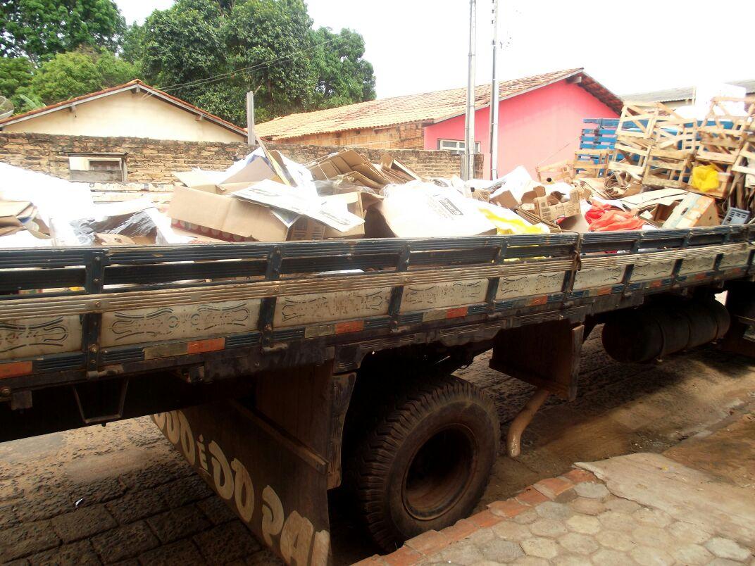 Caminhão para levar lixo para reciclagem