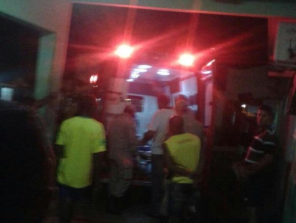 Ambulância chegando com Fábio no hospital