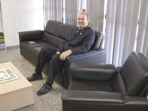 frame_carlesse_sofa