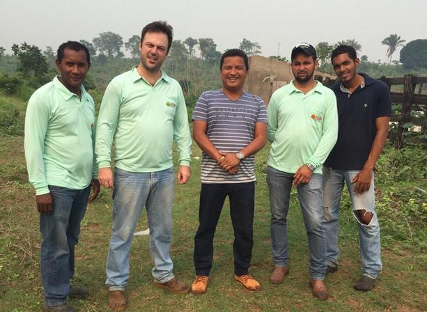 Prefeito Auri junto com equipe que mapeia o novo loteamento