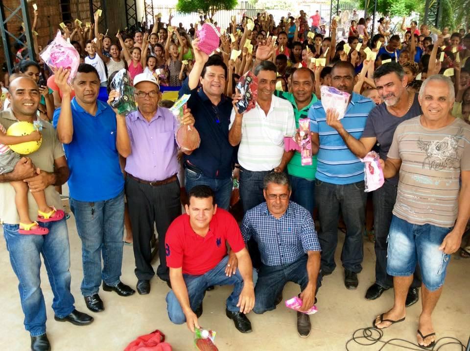 Em São Sebastião, em parceria com o deputado Amélio Cayres, foram distribuídos 500 brinquedos