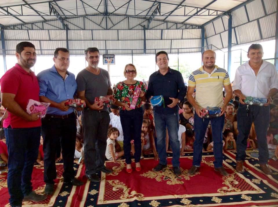 Mais de 2 mil presentes foram entregues em Augustinópolis no domingo