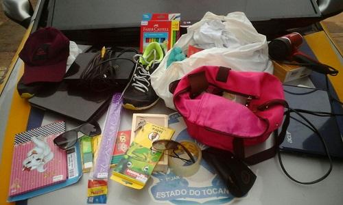 Objetos recuperados dentro do táxi.