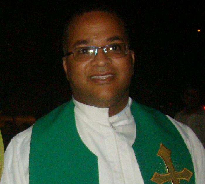 Padre Orlando Alessandro