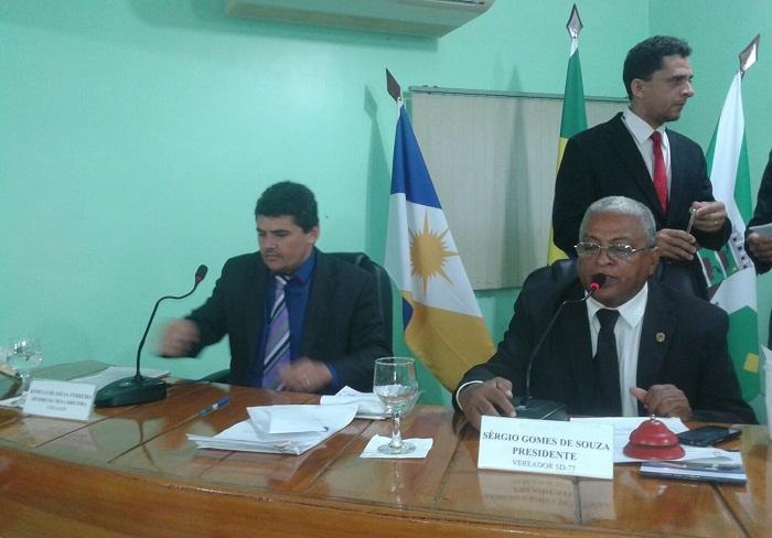 Rômulo na vaga de secretário ao lado do presidente Sérgio Gomes