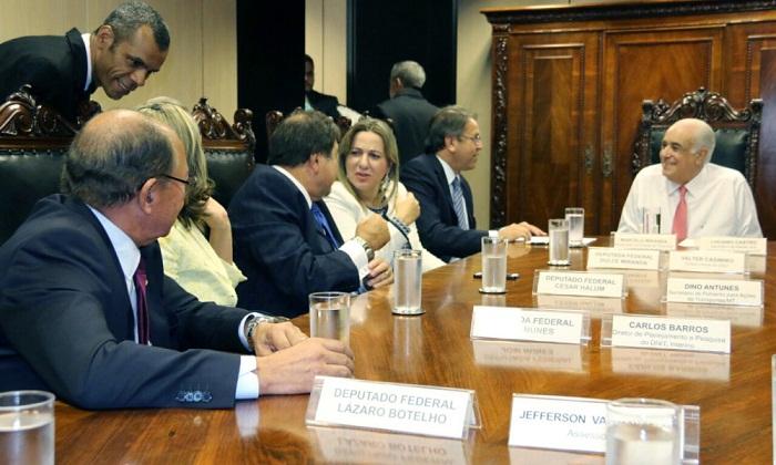 O ministro dos transportes, Antônio Carlos, garantiu a Marcelo Miranda e para cinco parlamentares federais, que o Edital de Licitação será lançado até o dia 31 de maio