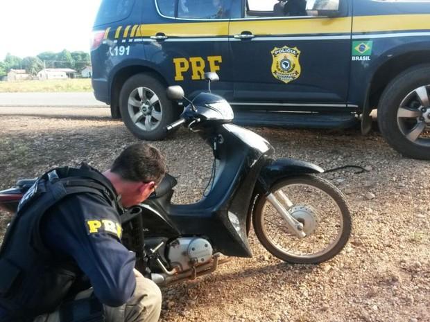 apreensao_de_motocicleta_roubada01_05mar2016