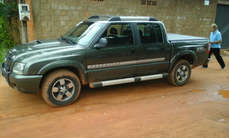 Veículo roubado foi localizado neste domingo