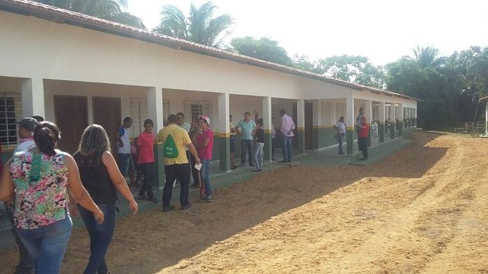 Poucos poculares durante a chegada de Marcelo a inauguração da Escola Agrícola de Esperantina