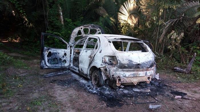 Veículo utilizado e incendiado pelo bandidos no lado biquense