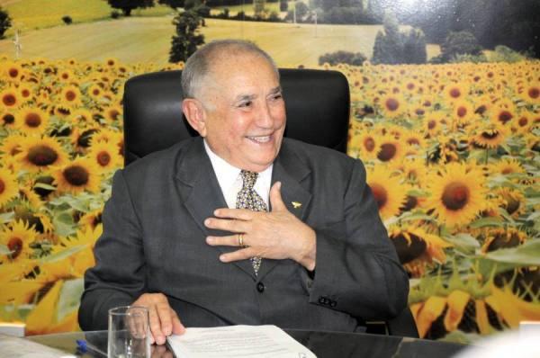 governador-siqueira-campos-ao-voltar-de-sao-paulo-em-28-03-2012-e-anunciar-alegremente-disposicao-de-quot-lutar-por-ipueiras-quot