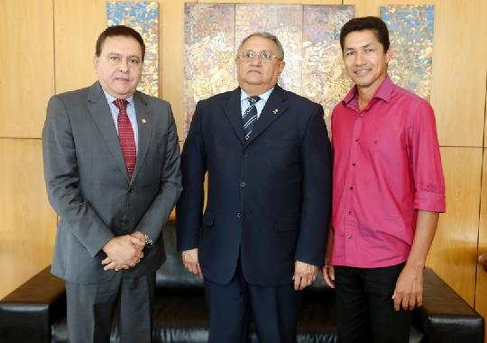 Deputado Chamon, desembargador Constantino Augusto Guerreiro e prefeito Valciney