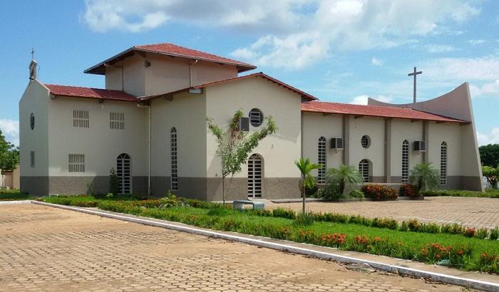 igreja católica araguatins
