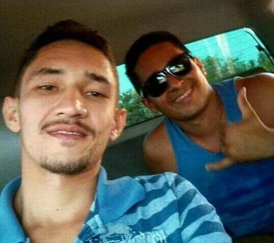 Nildim e ao fundo seu irmão Romilson que foi preso na sexta-feira