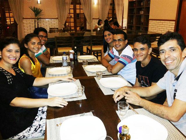 Condutores da tocha olímpica em Imperatriz participaram de um encontro num restaurante da cidade nesse fim de semana.