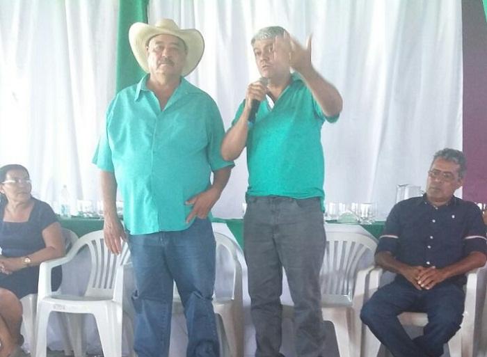Borjão à esquerda recebendo o apoio de Mazin