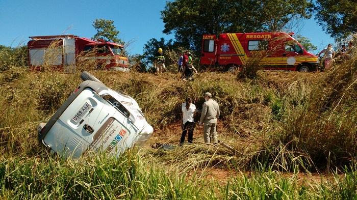 Fiat Fiorino de Flávia Tomé tombado na TO-010 próximo a Araguatins