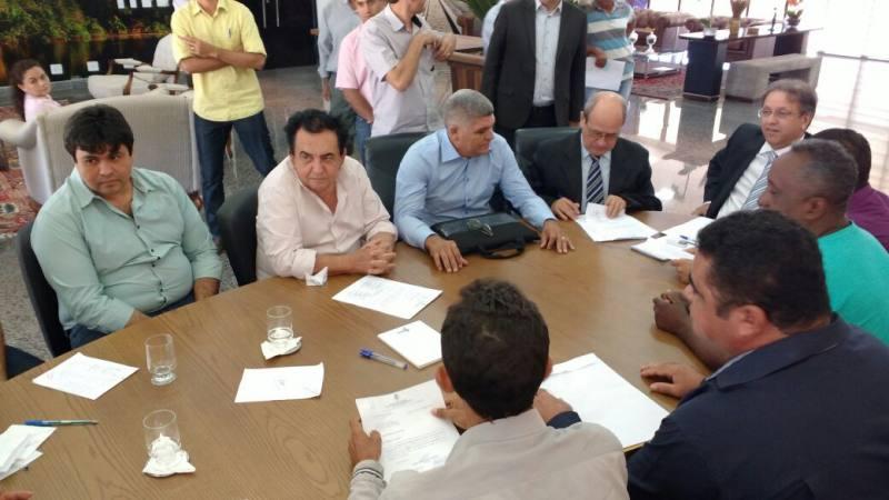 a-pedido-de-rocha-miranda-governador-marcelo-miranda-recebe-liderancas-do-bico-do-papagaio