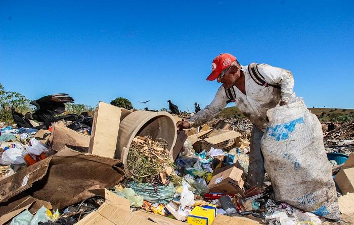 O Projeto visa promover o desenvolvimento sustentável, social e econômico de famílias de catadores no Estado do Tocantins
