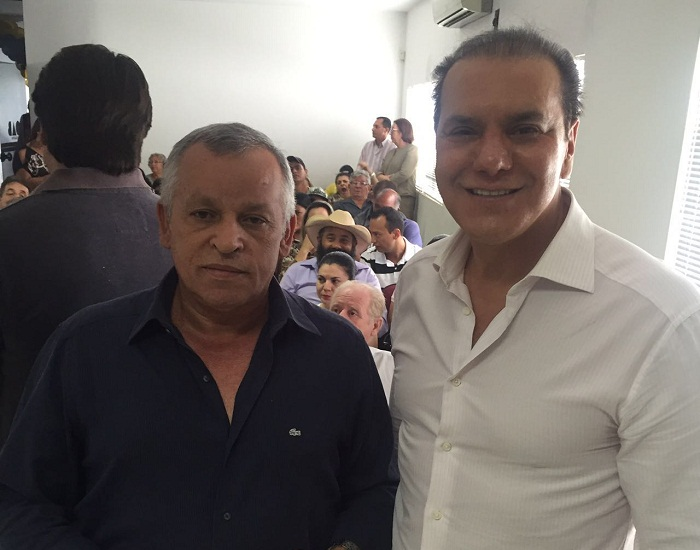 Iderval Silva e o presidente estadual do PSDB, senador Ataídes Oliveira