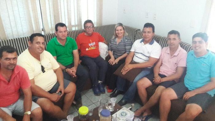Reunião na residência da pré-candidata a prefeita Carmem, que definiu a data da Convenção