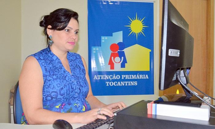Gillian Barbosa explica que o sistema é alimentado com informações sobre o crescimento e o desenvolvimento da criança monitorada