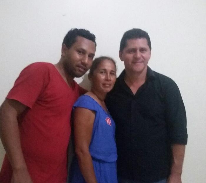 Leocy ao lado de coordenadores de campanha