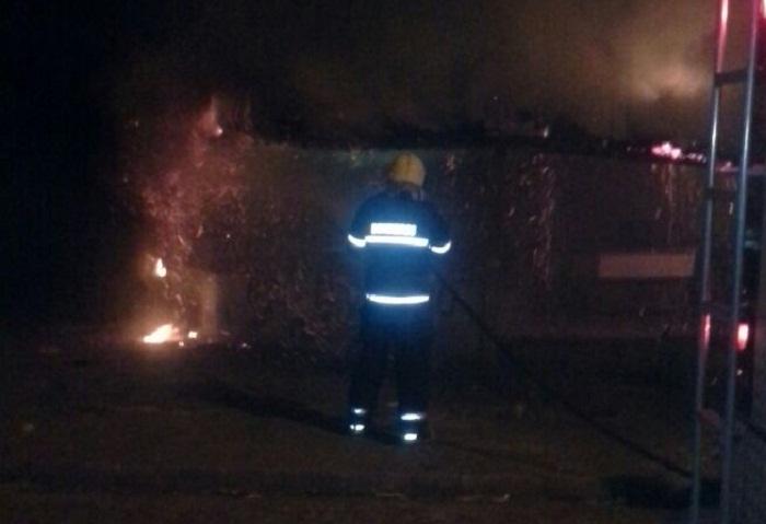 Momento em que os bombeiros combatiam o fogo