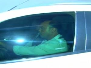 Ex-governador Sandoval chega para depoimento na PF