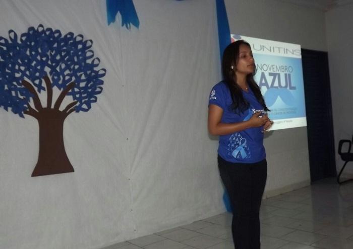 Professora Lilian Natália, durante o encontro com os produtores rurais da Cooperativa de Produção dos Agricultores Familiares do Território do Bico do Papagaio.