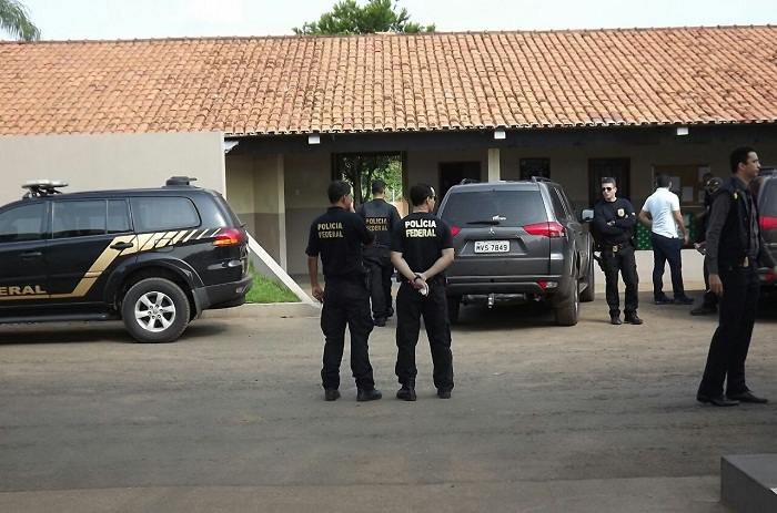 Polícia Federal juntando suspeitos da sede do 9º BPM