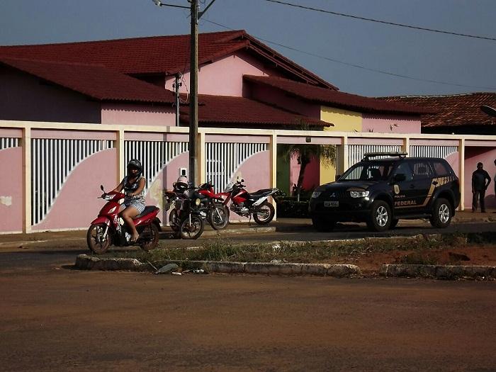 Casa do prefeito Lindomar Madalena também recebendo a Polícia Federal