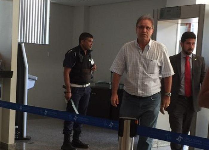 Governador chegando na sede da Justiça Federal em Palmas para prestar depoimento