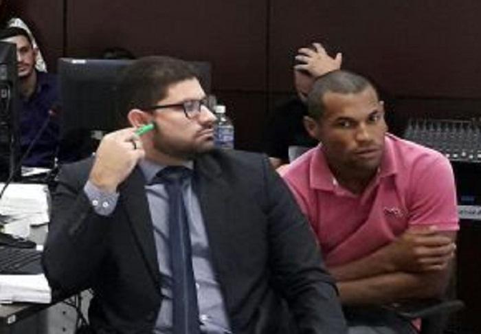 Defensor público, Alexandre Moreira Maia ao lado de Dhefesson durante julgamento