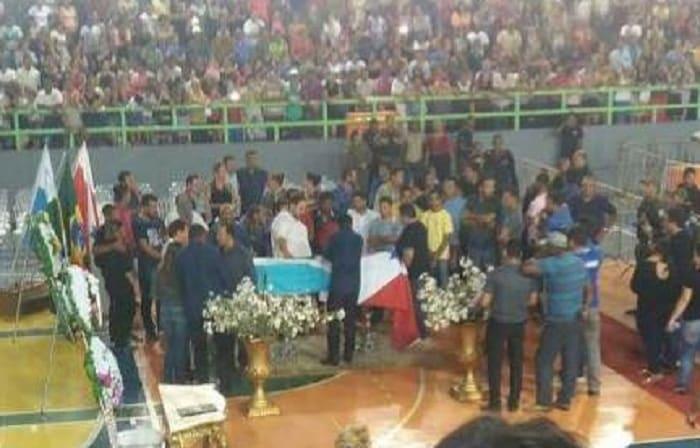Comoção marca o enterro do prefeito Jones William, em Tucuruí