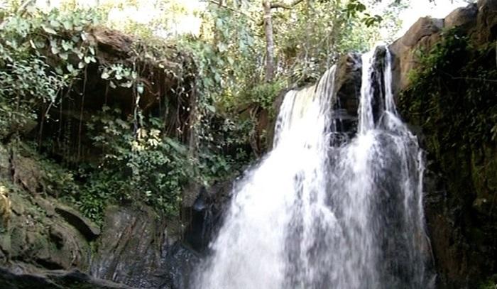 http://www.folhadobico.com.br/wp-content/arquivo/2017/07/cachoeira.jpg