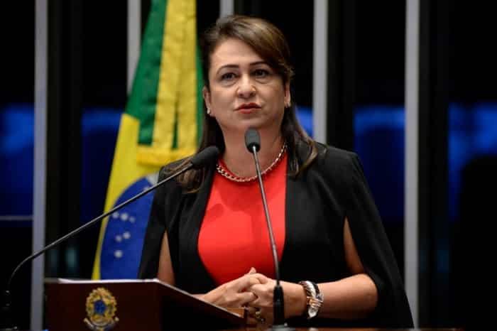 Kátia Abreu é expulsa do PMDB por críticas a Temer